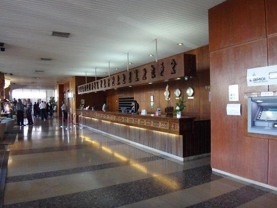 Hotel Carlton Antananarivo Madagascar: Стойка регистрации