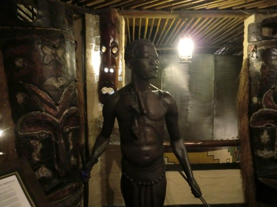 Carnivore: statues