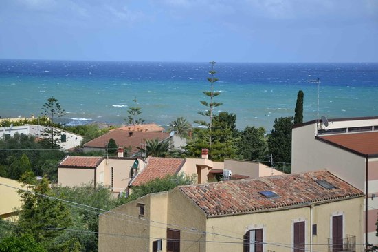 Hotel Baia del Capitano: Vista dalla terrazza 1
