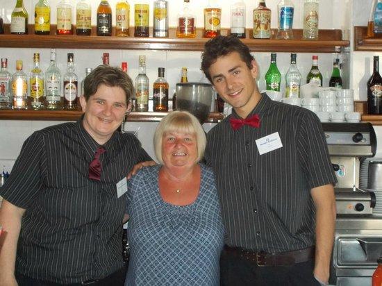 Hotel Anfora: pleasant bar staff with my partner