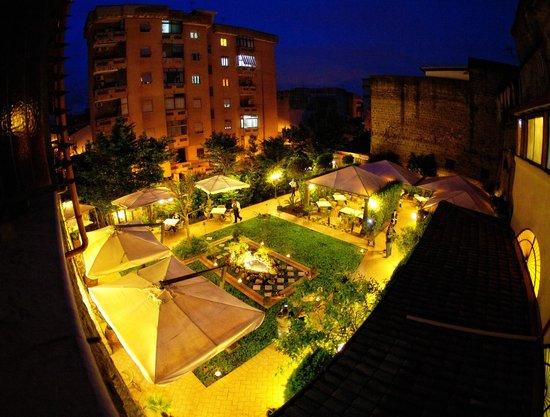 Il giardino dall 39 alto foto di il giardino di savignano aversa tripadvisor - Il giardino di mezzanotte ...