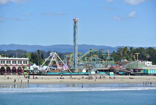 Santa Cruz Wharf: the view of the boardwalk