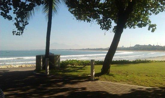 Bali Garden Beach Resort: Beach and Mountain View