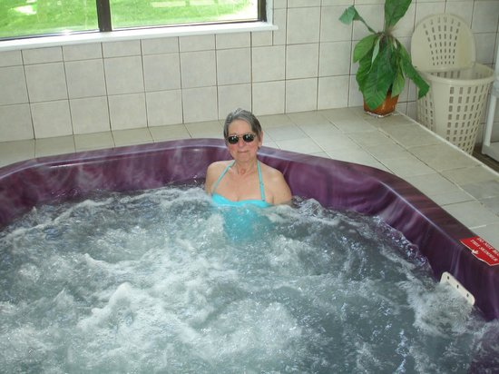 Quality Inn Shelburne: the fabulous hot tub