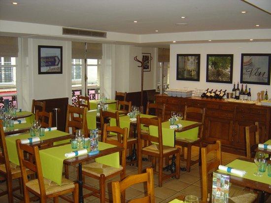 Tables du restaurant bistrot mavrommatis madeleine for Table cuisine bistrot