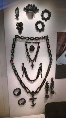 Museo Nacional de Escocia: Mourning jewellery