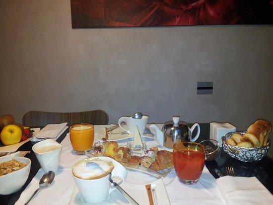 Residenze SuiteSistina for Lovers: petit déjeuner
