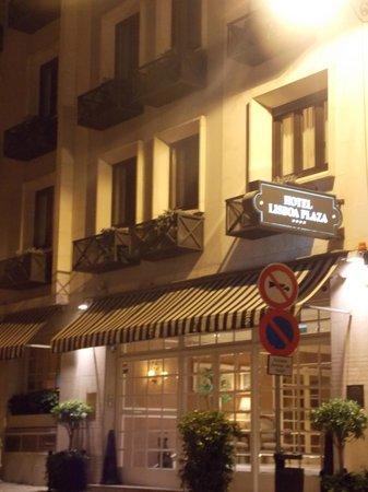 Hotel Lisboa Plaza: Fachada à noite