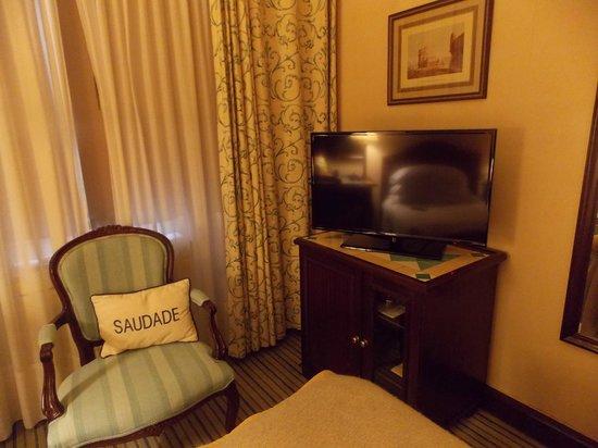 Hotel Lisboa Plaza : A TV foi substituída por uma mais moderna durante nossa estada