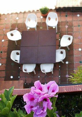 Oasis Backpackers' Hostel Granada: Patio hostel