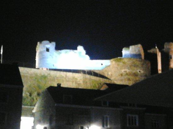 Chateau Feodal: Il castello alla sera