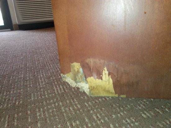 Courtyard by Marriott Savannah Midtown: Wood rot