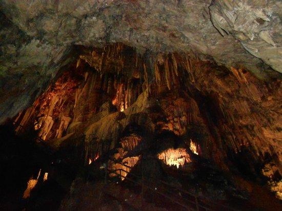 Estalactitas y estalacmitas: fotografía de Cuevas de Valporquero, Valporquero...
