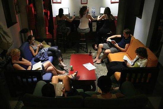Oasis Backpackers' Hostel Granada: Loung