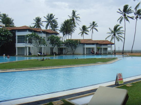 Club Hotel Dolphin: Longest pool in Srilanka