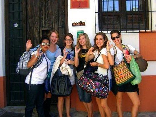 Oasis Backpackers' Hostel Granada: Hostel entrance