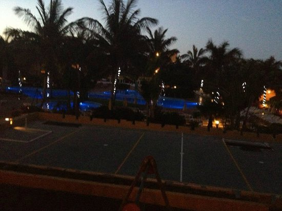 Club Drago Park Hotel: Night view of the pool from our room.