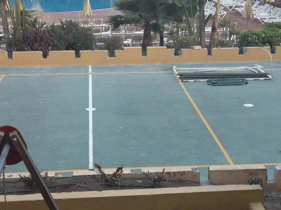 Club Drago Park Hotel: Work being carried out on the volleyball court which did not intrude on the relaxation we wanted