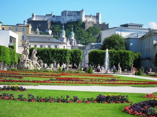 Palais et jardins de Mirabell : ミラベル庭園から見たホーエン・ザルツブルク城