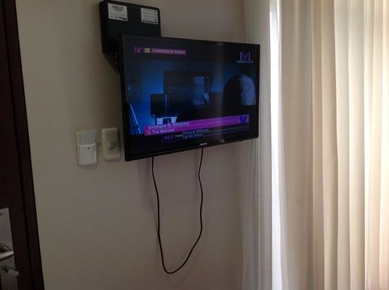 Capitol Central Hotel and Suites: LCD TV with cable