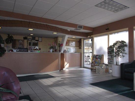 Friendship Inn Torch Lite Lodge: Reception lobby.