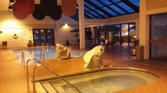 BEST WESTERN East Towne Suites: Pool Area