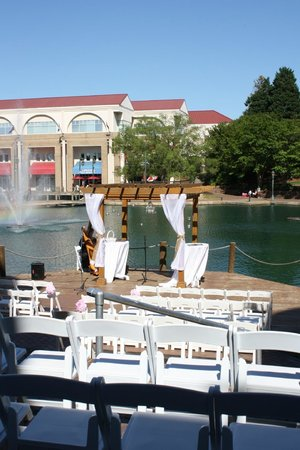 Hilton Charlotte University Place : Ceremony Dock