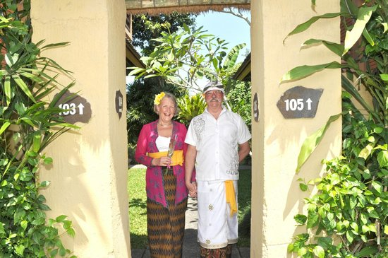 Saren Indah Hotel: Ready to leave for the temple