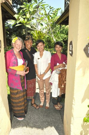 Saren Indah Hotel: together with the manager and staff