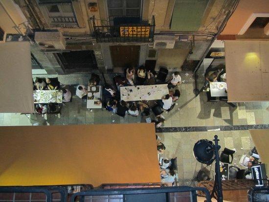 Hostal Navas 14 : Tapas street scene from hotel room balcony
