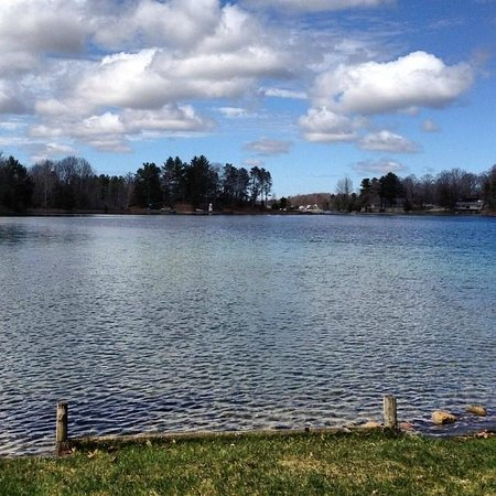 Holiday Park Campground: The view from one of our lake view camp sites