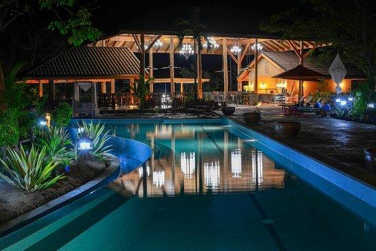 The Bodhi Tree Yoga Resort: Relax in the nighttime serenity of Ananda Kutir (House of Bliss)