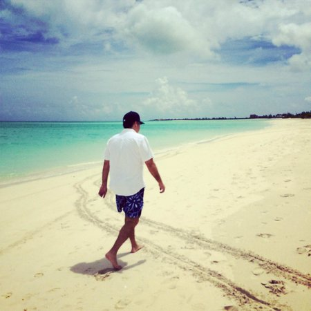 COMO Parrot Cay, Turks and Caicos: walking at the resort beach