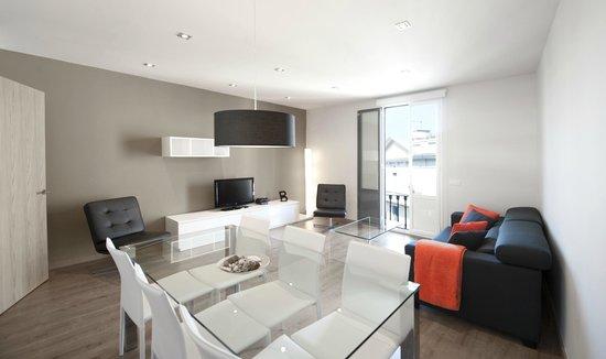 Arago 312 Apartments : Salón comedor apartamento estándar