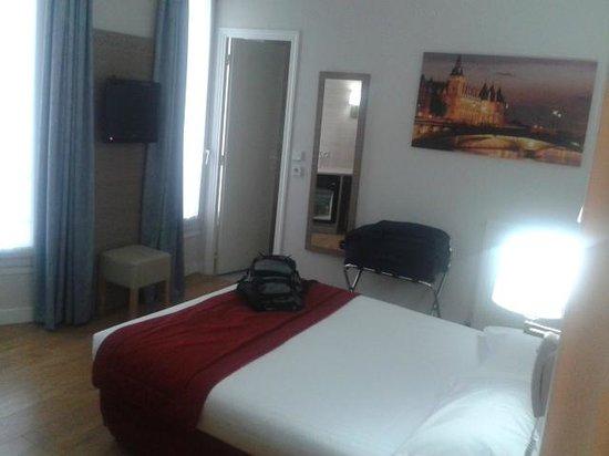 Lux Hotel Picpus : propre et mobilier récent