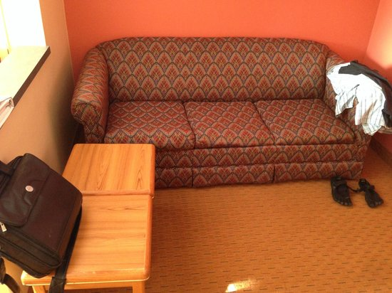 Days Inn & Suites Airport Albuquerque: Even the couches are Clean!! and pretty comfy