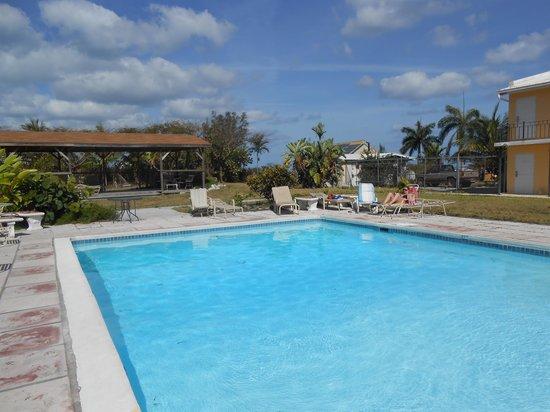 Orange Hill Beach Inn: piscine
