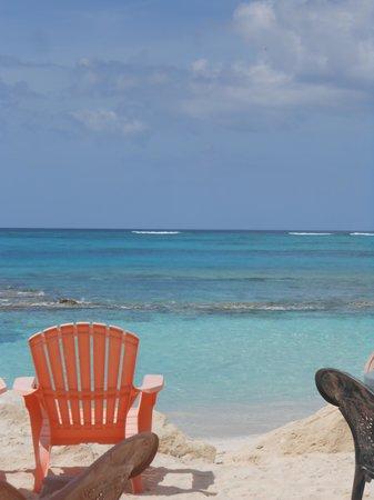 Orange Hill Beach Inn: love beach