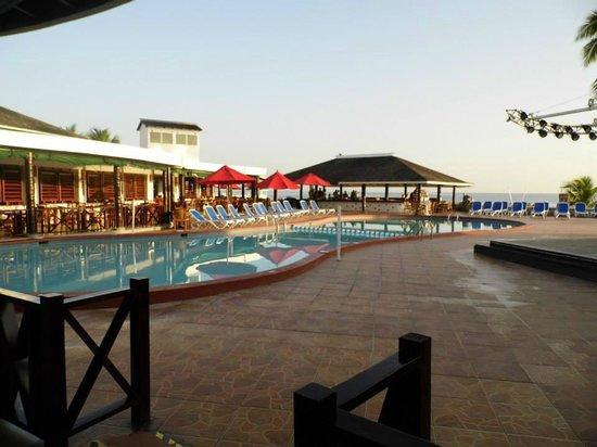 Royal Decameron Club Caribbean: Pool Area