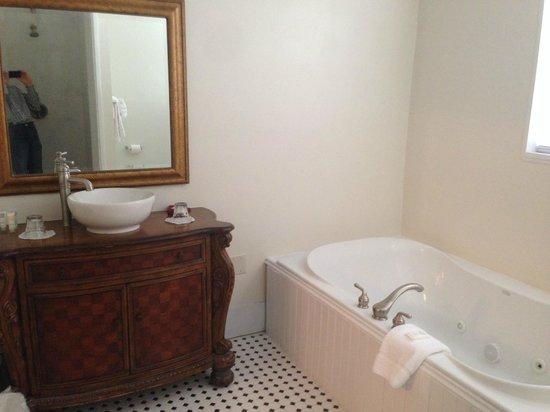 17 Hundred 90 Inn: Bathroom