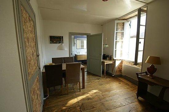 Chambres d'Hotes Gaillardon: living room of the garden apartment