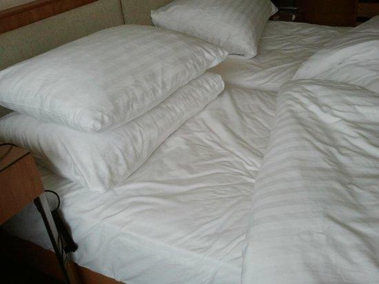 K+K Hotel Central: camas por fazer