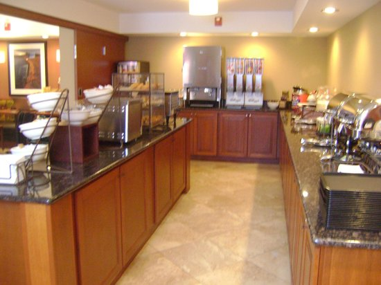 Country Inn & Suites By Carlson, Traverse City: Breakfast area