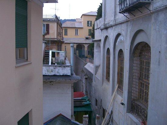 Hotel Vittoria Orlandini : вид из окна вперед