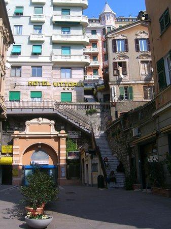 Hotel Vittoria Orlandini : вход в отель