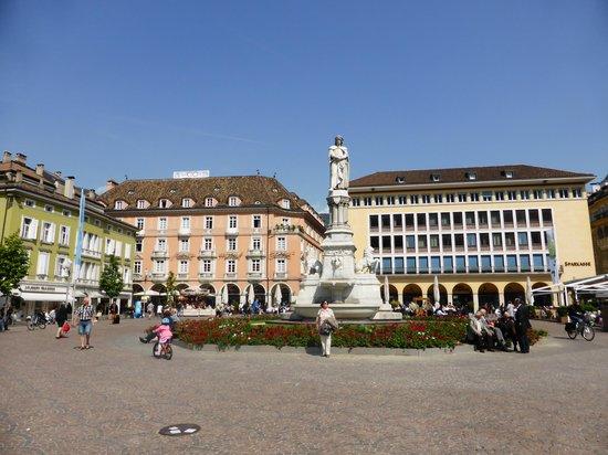 Stadt Hotel Citta : Blick auf dem Waltherplatz und auf das Hotel