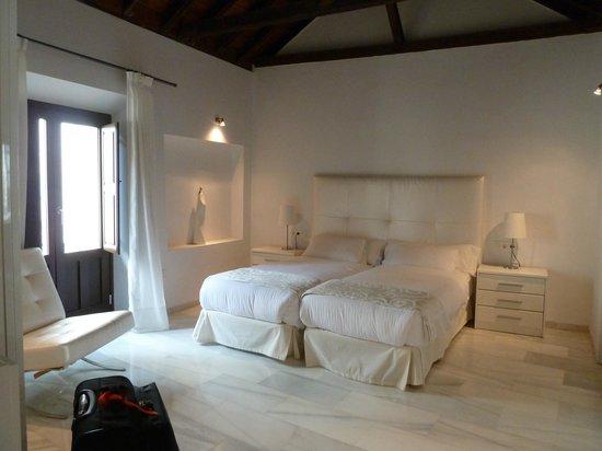 Elvira Suites: Bedroom