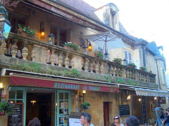 Restaurant Le Tourny : nous allons manger en terrasse