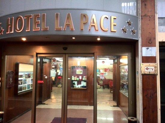 Hotel La Pace : hotel entrance