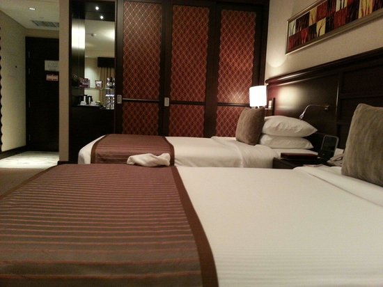 Ramada Jumeirah: Twin bed
